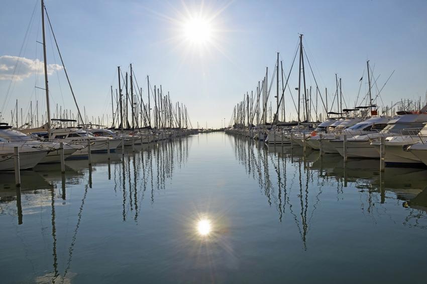 La station port camargue bord de m diterran e agence - Plus grand port de plaisance d europe ...